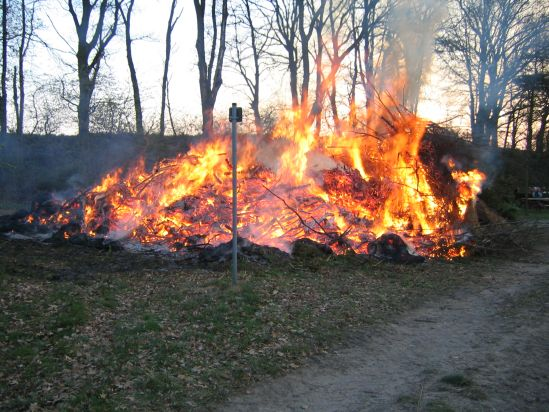 osterfeuer2009-023